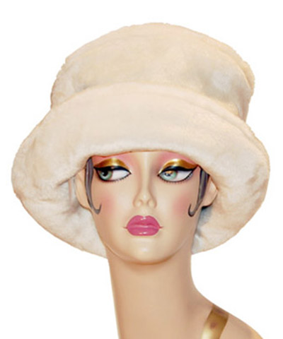 Thick Faux Fur Coachwoman Hat Winter White